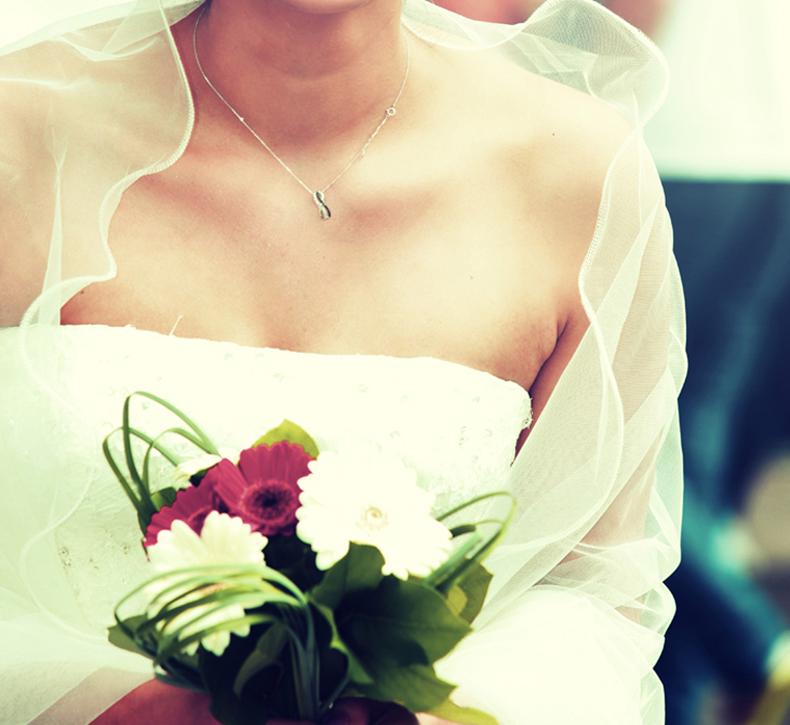 photos de mariage Toulouse, photo mariée avec bouquet de roses